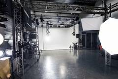 Fotostudio huren Utrecht | Infinitywall | Near Amsterdam in Other-in-nl with Studio assistant / crew,  Blackout / total black and Infinity wall