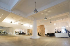Flexibles Mietstudio mit einzigartigem Look in Berlin with Backgrounds,  Make-up area  and Wi-Fi