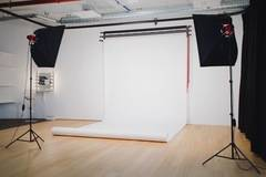 Film studios in Stockholm with Studio lights,  Studio assistant / crew and Backgrounds