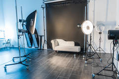 Photostudio - Studio A in Berlin with Daylight / total white,  Blackout / total black and Backgrounds