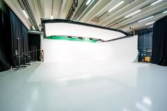 WHITE & GREEN SCREEN CYCLORAMA Studio & equipment rental in Helsinki with Infinity wall,  Green screen / blue screen and Tabletop