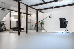 Photo studio for rent | Alquiler estudio fotografico in Madrid with Infinity wall,  Softboxes  and Reflectors