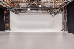 Photography studio | Event space in Los-angeles with Studio assistant / crew,  Blackout / total black and Infinity wall