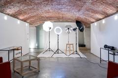 Studio fotografico | Location per shooting in Milan with Studio lights,  Studio assistant / crew and Blackout / total black