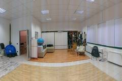 Studio Fotografico a Saronno in Milan with Studio assistant / crew,  Daylight / total white and Blackout / total black
