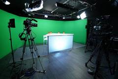 FULL SERVICE MULTI-FUNCTIONAL FILM STUDIO in Paris with Daylight / total white,  Blackout / total black and Backgrounds