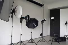 Video - photo studio and event location w. Green Screen in Other-in-it with Daylight / total white,  Blackout / total black and Backgrounds