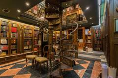 Beautiful antiquarian bookshop | Bonita librería anticuaria in Madrid with Backgrounds,  Stereo system  and Monitor