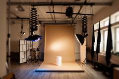 Photo studio with darkroom in Paris with Backgrounds,  Green screen / blue screen and Softboxes
