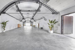 Professional Photo Studios, Casting & Catering in Madrid with Daylight / total white,  Blackout / total black and Infinity wall