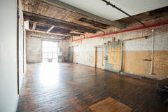 3 Unique Industrial Lofts // Greenpoint Waterfront in New-york with Stereo system ,  Furniture and Make-up area