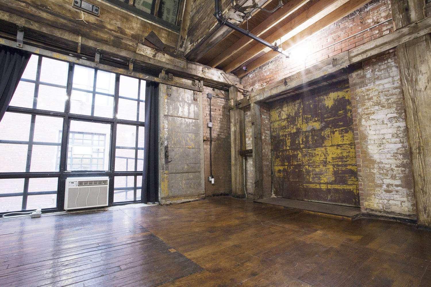 3 Unique Industrial Lofts // Greenpoint Waterfront