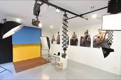 Photography studio fully equipped in Madrid with Softboxes ,  Reflectors and Make-up area