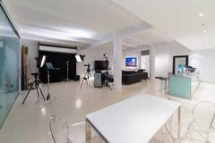 Intimate Luxurious Manhattan VIP Portrait Studio in New-york with Furniture,  Dressing room and Shower