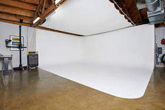 Melrose Black out Studio For Fashion and Product in Los-angeles with Infinity wall,  Poly boards and Light stands