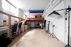 Noleggio studio fotografico / Rental studio  in Milan with Studio lights,  Studio assistant / crew and Backgrounds