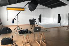 Estudio amplio y completamente equipado in Other-in-es with Light stands,  Projector  and Monitor