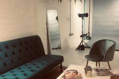 New Photography Studio off Brick Lane in London with Blackout / total black,  Backgrounds and Softboxes