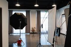 Beautiful Studio to Rent in Littleton in Other-in-usa with Studio assistant / crew,  Daylight / total white and Backgrounds