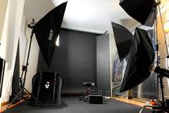 Photography Studio in London with Blackout / total black,  Backgrounds and Green screen / blue screen