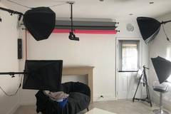 Studio in West London in London with Blackout / total black,  Backgrounds and Reflectors