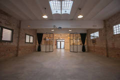 Industrial Space for filmings and events in Barcelona with Studio assistant / crew,  Daylight / total white and Blackout / total black