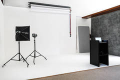 Studio fotografico a Brescia in Other-in-it with Backgrounds,  Green screen / blue screen and Softboxes