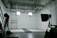 Ampi studi per video e foto in Milan with Poly boards,  Stereo system  and Make-up area