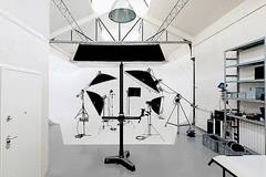 Professional photo studio in Milan with Infinity wall,  Softboxes  and Make-up area